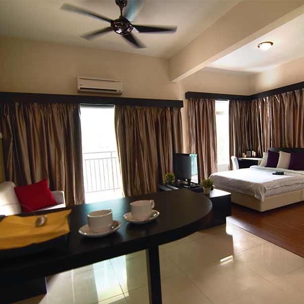Bayou Park Apartments: Credit Card Member Privileges